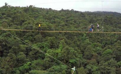 Columpio al cielo y puente flotante Costa Rica
